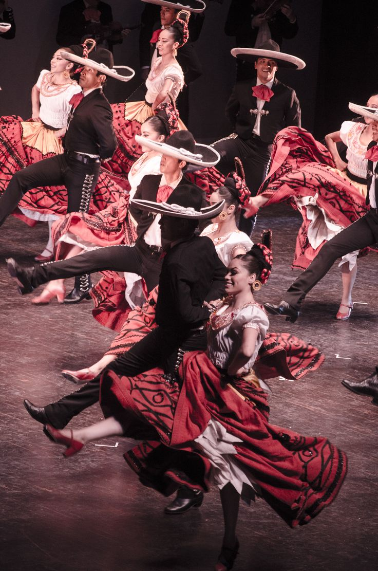 Ballet Folklorico de Mexico | https://www.pinterest.com/artpreneure/south-america-culture-amerique-du-sud/