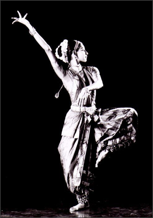 Kathak Dancer, India | https://www.pinterest.com/artpreneure/indian-culture-inde/