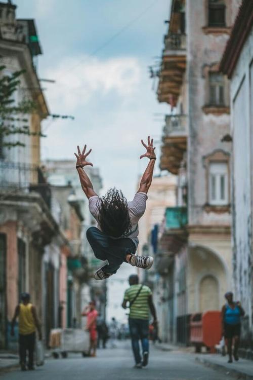 Jeu de danse du rythme au mouvement conscient