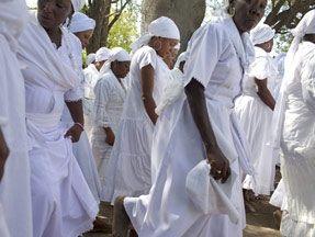 Kadanse tradisyon kilti Ayiti, se yon plaj dekouvèt rit ki soti nan rasin vodou epi aborijèn | Photo: Ayiti Toma, film de Joseph Hillel