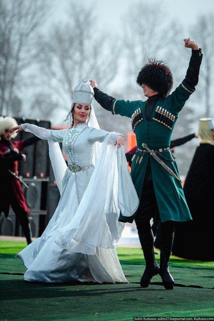 Dans pèp Larisi /Dance ensemble Elbrus - Karachay | https://www.pinterest.com/artpreneure/russia-culture-russie/