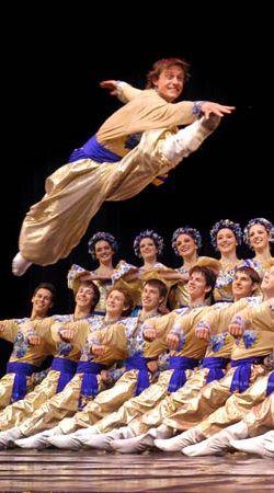 Danse des Cossaks, Ukraine Culture |  https://www.pinterest.com/artpreneure/european-culture-europe/