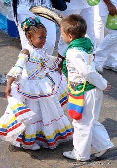Cumbia Dancers at Barranquilla Carnaval, Colombia | https://www.pinterest.com/artpreneure/kids-matters-enfants-timoun-ninos//