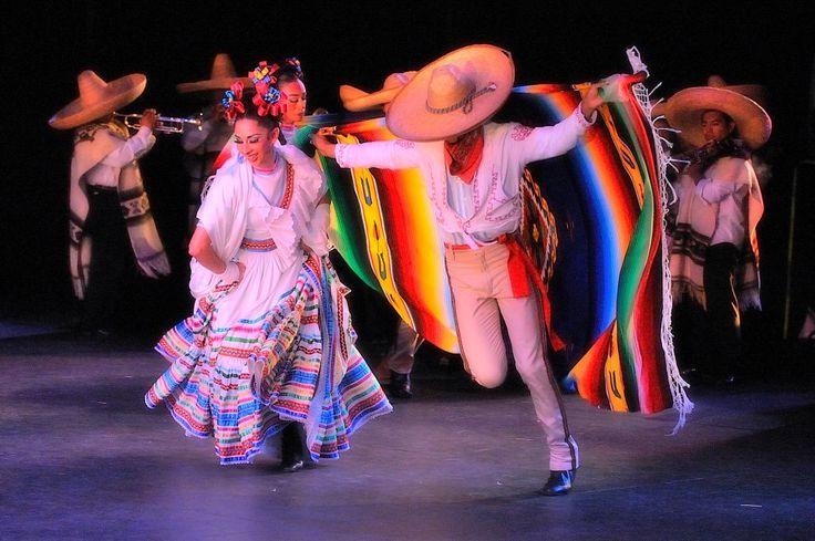 Dans pèp, Jalisco, Mexico | https://www.pinterest.com/artpreneure/south-america-culture-amerique-du-sud/