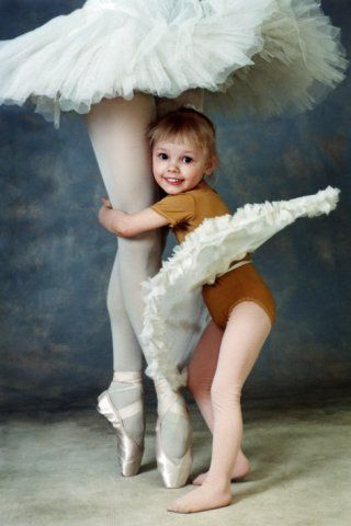 ti balerin ki pare pou danse balè / Ballerina / Bailarina / Балерина / Ballet | https://www.pinterest.com/artpreneure/russia-culture-russie/