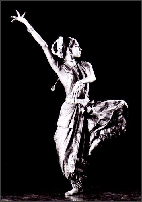 Kathak Dancer, India | https://www.pinterest.com/artpreneure/indian-culture-inde/